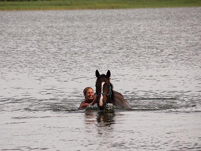 Christina Kaspers - Schwimmen mit Pferd